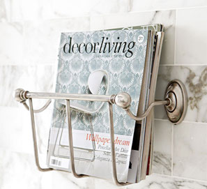 Revistero de pared para leer en el baño