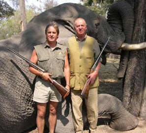 Pérez-Reverte y la foto del Rey cazando elefantes en Botsuana