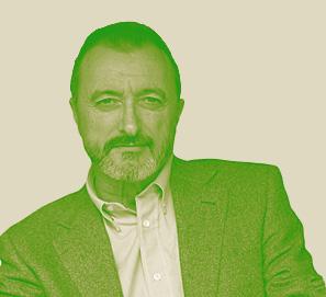 Arturo Pérez-Reverte critica la subida del IVA en Twitter