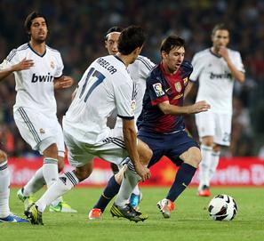 Arturo Pérez-Reverte y el partido Barca Madrid