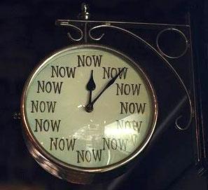Procrastinar: aplazar actividades por otras. No 'procastinar'.