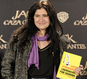 Lucía Etxebarria promociona su libro o en un estreno de cine