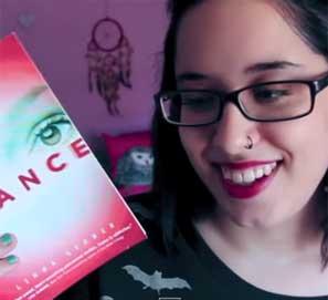 Booktubers en español: jóvenes recomendando libros en Youtube