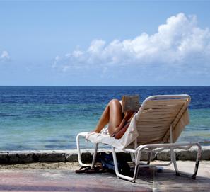 Los españoles leen en las vacaciones de verano