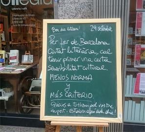 La librería Nollegiu, denunciada por su pizarra