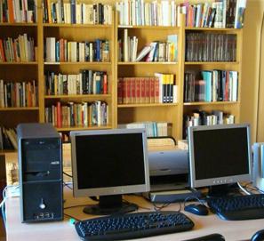 Cierran la biblioteca de Avinyonet y reciclan sus libros