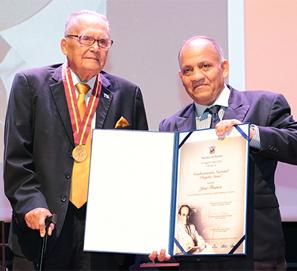 Escándalo en el Premio Rogelio Sinán a José Franco