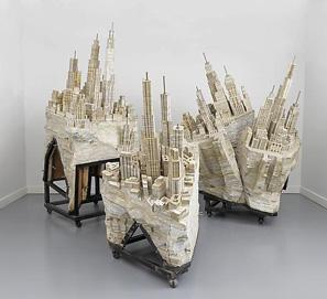 paisajes urbanos elaborados a partir de pilas de libros