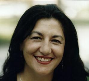 Biografía de Dulce Chacón: el compromiso desde la belleza poética