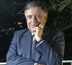 Luis María Ansón pide correctores para los SMS en televisión