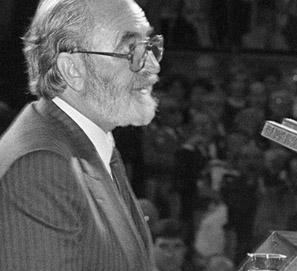 Ángel González: 10 poemas esenciales