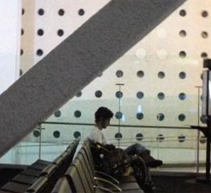 Alberto Fuguet anuncia en vídeo su libro Aeropuertos