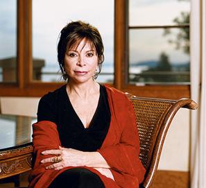 Isabel Allende firma en la Feria del Libro de Madrid