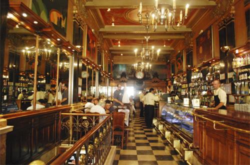 A brasileira, un mítico café literario